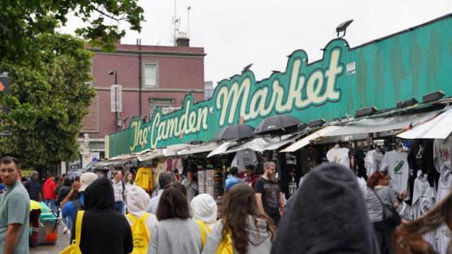 Ragazzi in gita a Camden Market