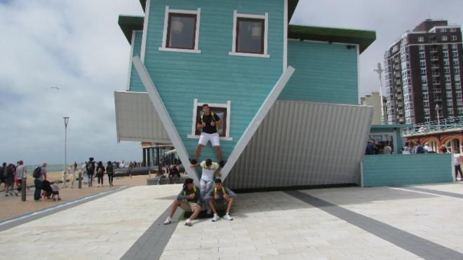 Vacanza studi in Inghilterra - gita a Brighton alla casa sotto sopra di Brighton